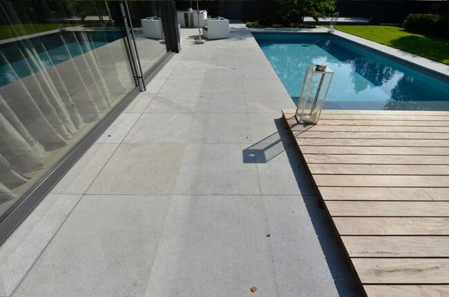 Gartenplatten Poolumrandung