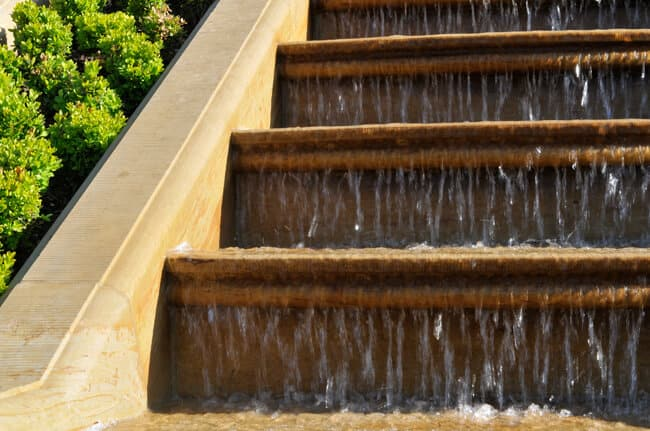 Wassertreppe aus Naturstein