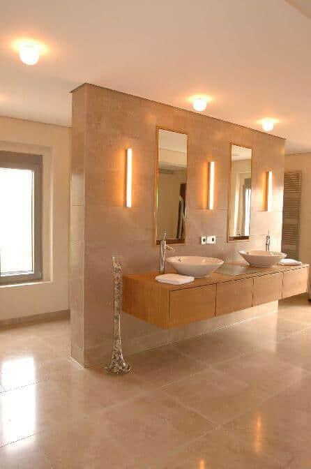 Bad Dusche aus Kalkstein fein geschliffen