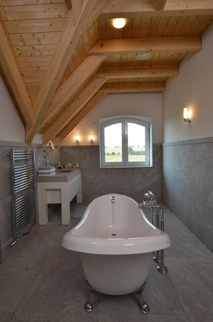 Badezimmergestaltung mit Muschelkalk