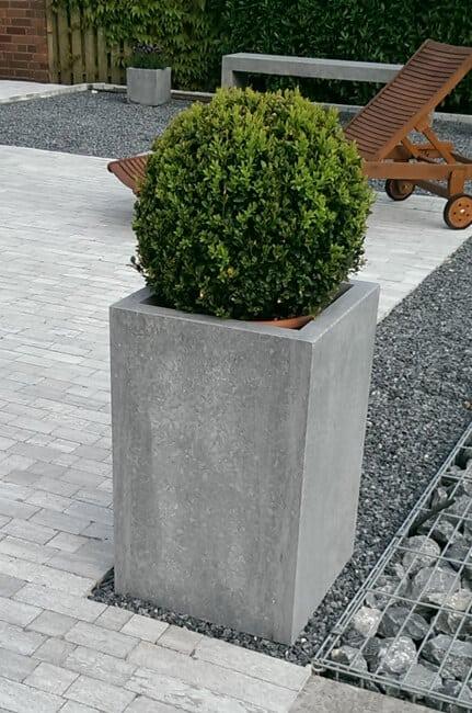 Blumenkübel aus Naturstein