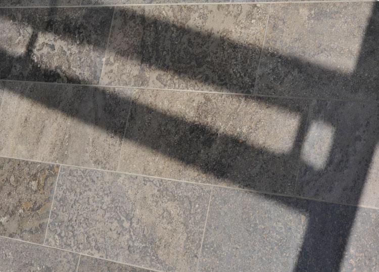 Bodenplatten-Bahnen-Muschelkalk-außen