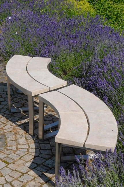 Gartenbank aus Naturstein