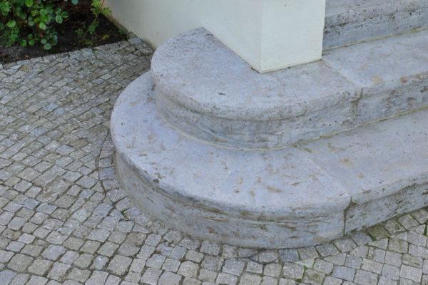 Mosaikpflaster aus Muschelkalk
