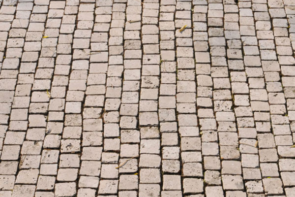 Normalpflaster aus Travertin (Troja)