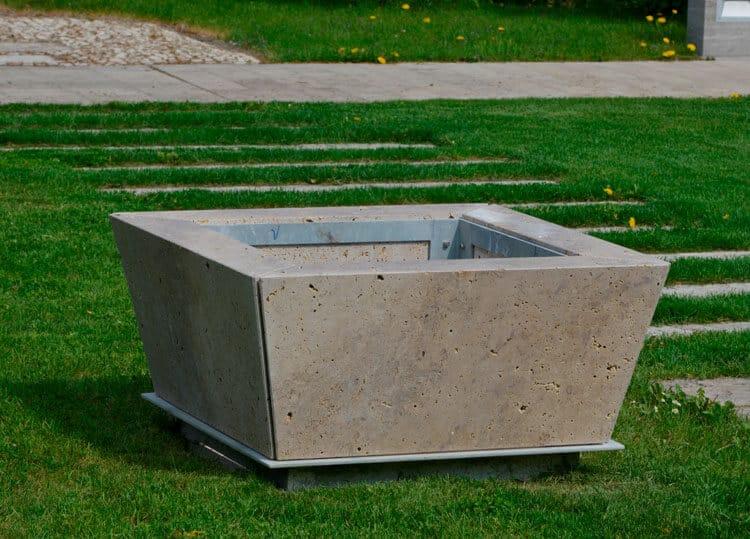 steinbrunnen gestaltungselemente f r den garten aus naturstein. Black Bedroom Furniture Sets. Home Design Ideas