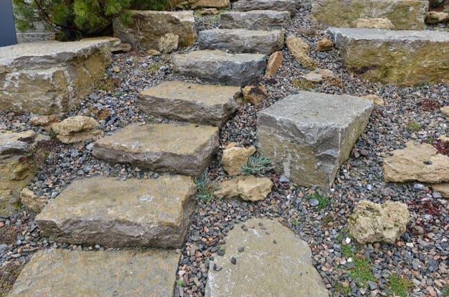 Treppe aus Findlingen