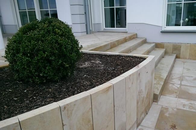 Vorgartengestaltung mit Naturstein