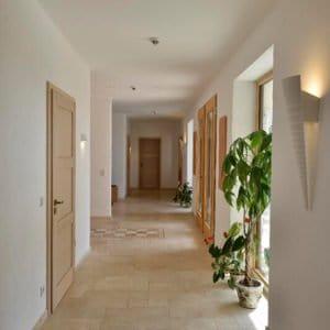 Bodenplatte Travertin Troja hell (Römischer Verband) für Innenbereiche