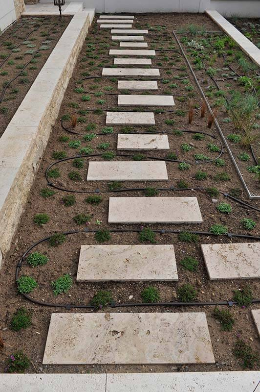 Gartenplatten (in Formaten) aus Travertin (Troja) Beet