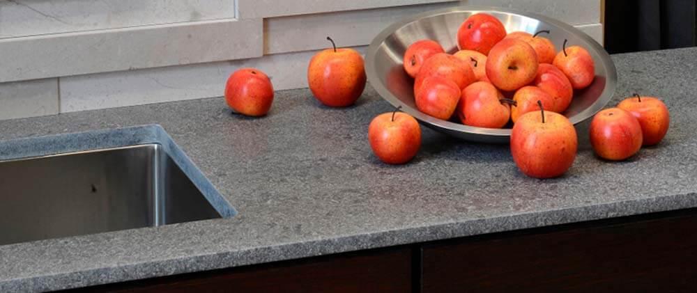 arbeitsplatten f r die k che nach ma grauer naturstein granit co. Black Bedroom Furniture Sets. Home Design Ideas