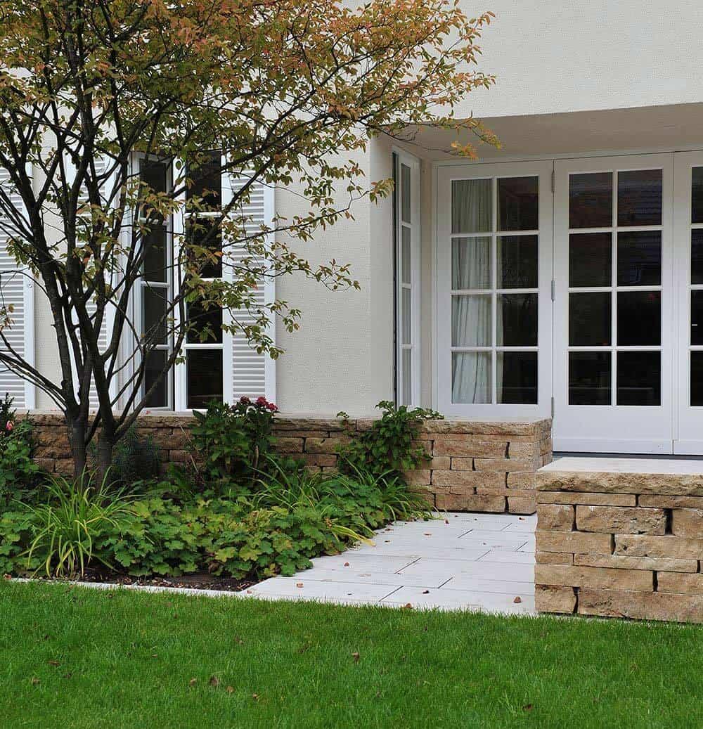 Mauersteine aus Travertin (Troja) im Garten