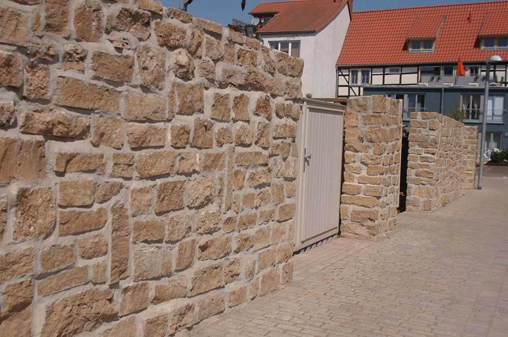 Mauersteine aus Travertin (Troja) hell