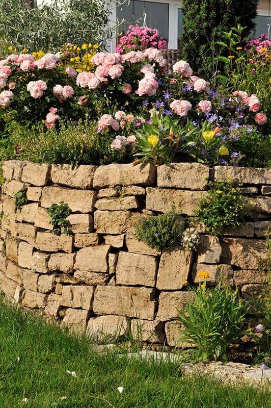 Mauersteine aus Travertin (Troja)