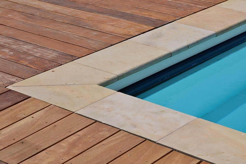Poolumrandung-Sandstein-Luxor-sandgestrahlt-(2)
