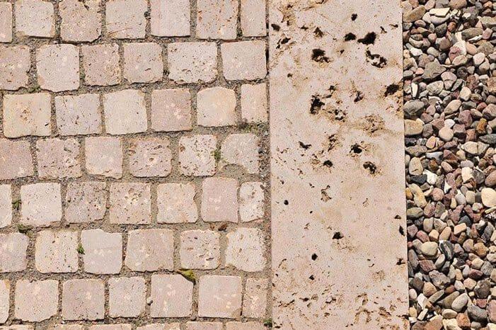 8. Natursteinfliesen als Randplatten