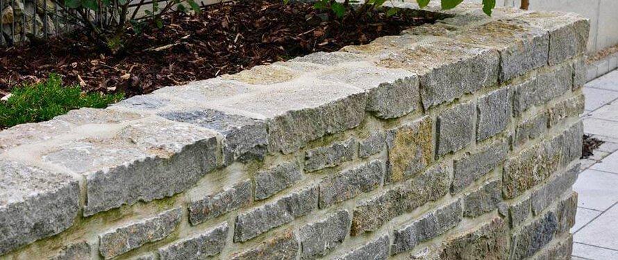 Natursteinmauer-Gartenmauer-bauen