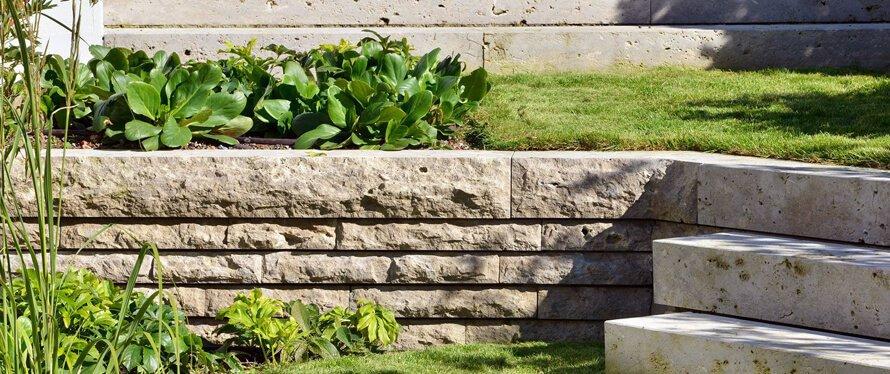 Gartengestaltung-kleiner-Hanggarten
