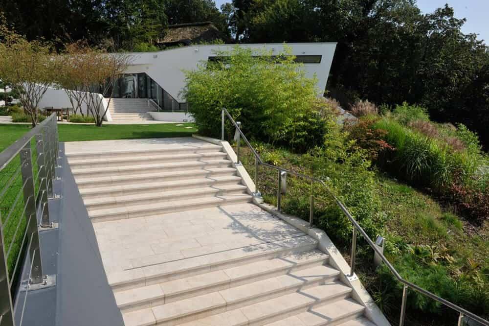 Hanggarten mit Treppe