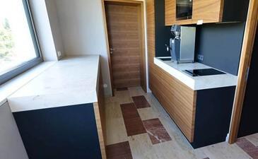 k chenarbeitsplatte aus holz naturstein im vergleich vorteile preise. Black Bedroom Furniture Sets. Home Design Ideas