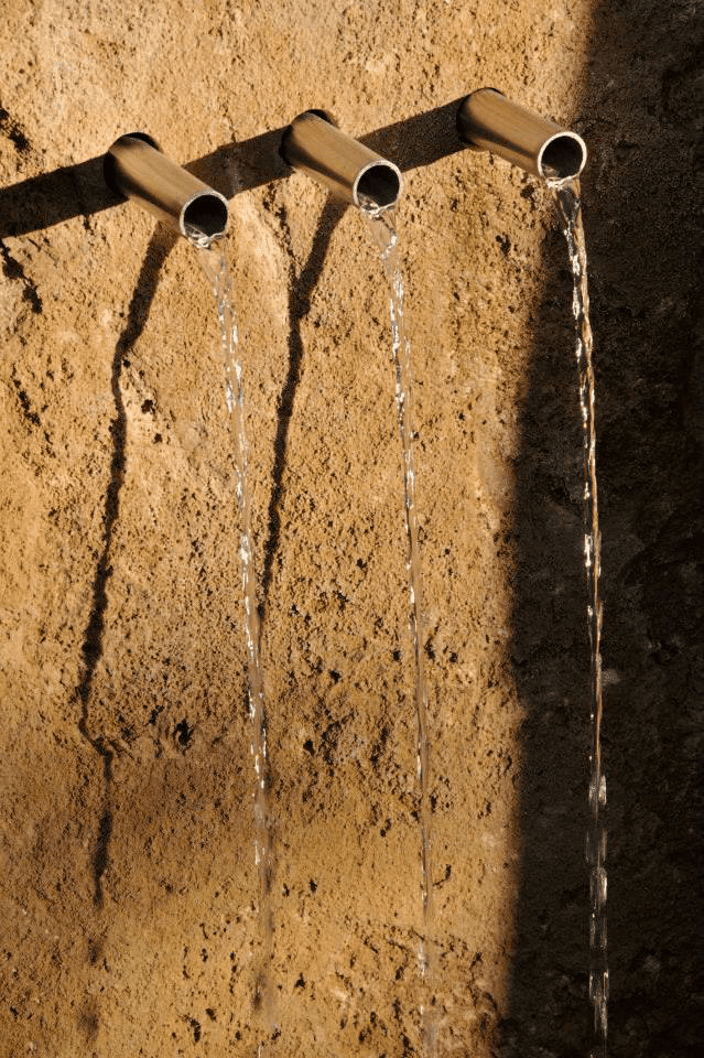 Brunnen und Wasserläufe