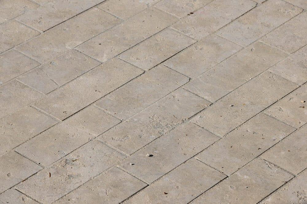 Sonderpflaster Augustus Dolomit in einem Hof