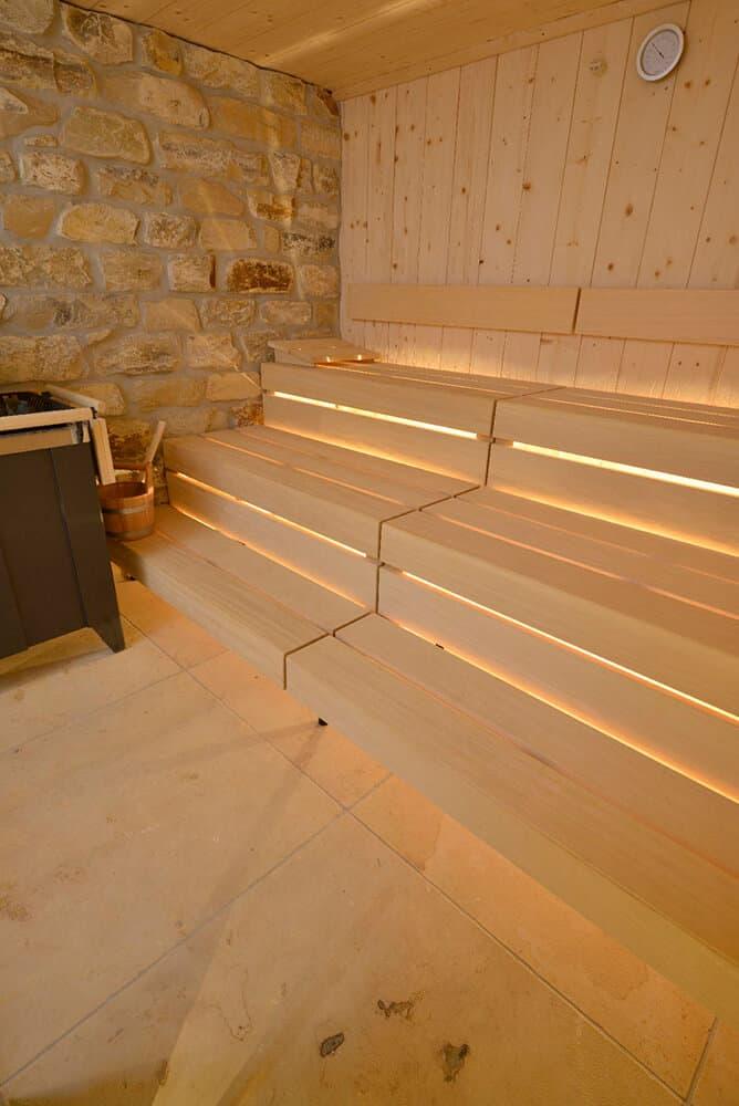 Sandsteinplatten in Sauna