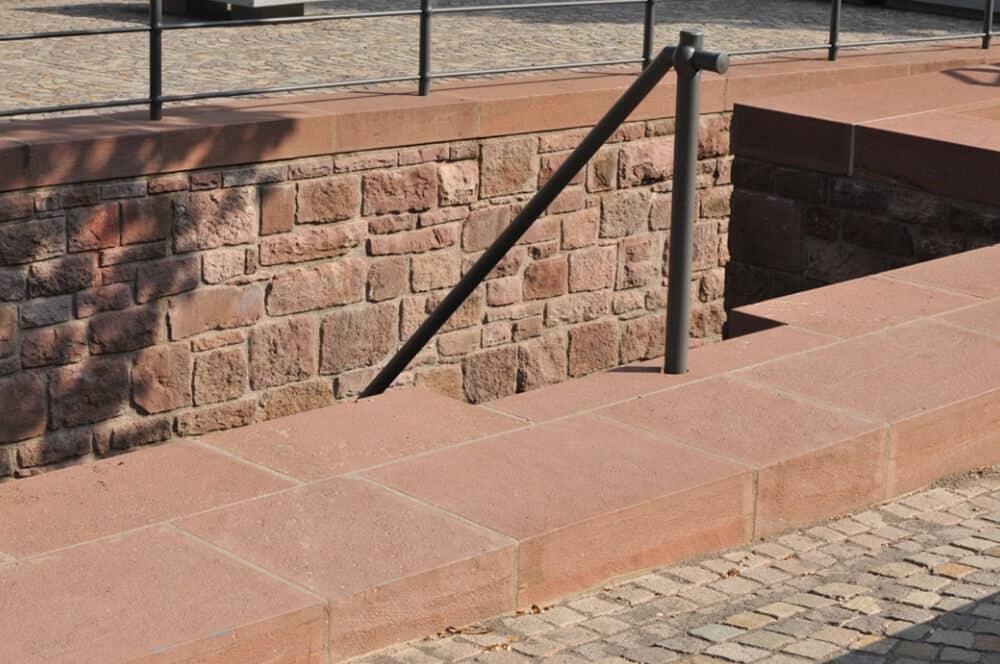 Sandsteintreppe mit Geländer