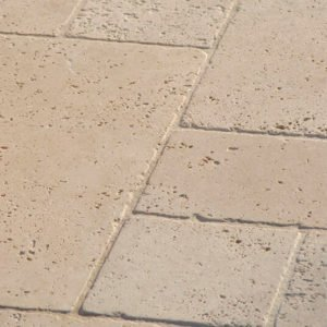 Natursteinfliese Travertin Troja hell (Römischer Verband)