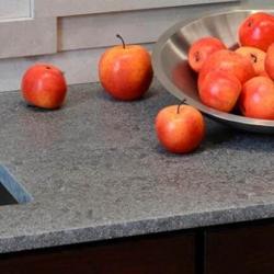 Arbeitsplatten für die Küche nach Maß - grauer Naturstein (Granit ... | {Naturstein küchenarbeitsplatte 24}