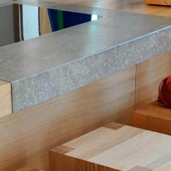 Arbeitsplatten für die Küche nach Maß - grauer Naturstein (Granit & Co.)
